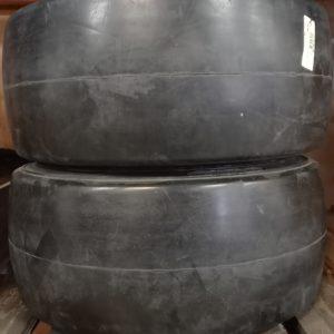 Kimmokumirengas 28x12x22 (711x305x559) sileäpintainen, uusi.